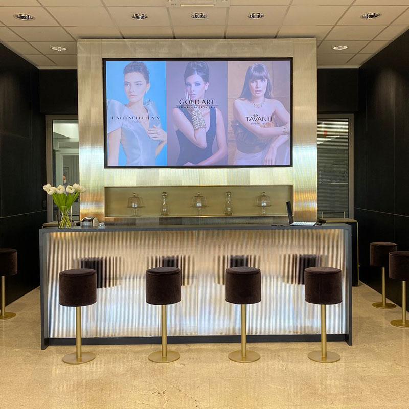 Showroom Gold Art